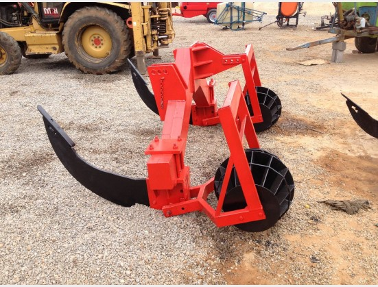 S207 Pre-Owned 2 Curved Tine Heavy Duty Ripper with Rollers / Skeerploeg